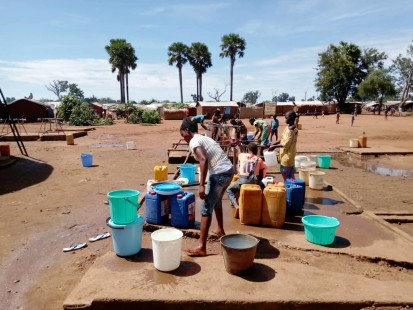Batangafo residents getting water provided by humanitarian actors