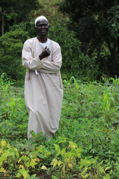Moussa Tanko bénéficie d'une assistance en semences qui lui permet de nourrir sa famille. ©OCHA/Virginie Bero. Baboua, Préfecture de la Nana-Mambéré, RCA, 2020.