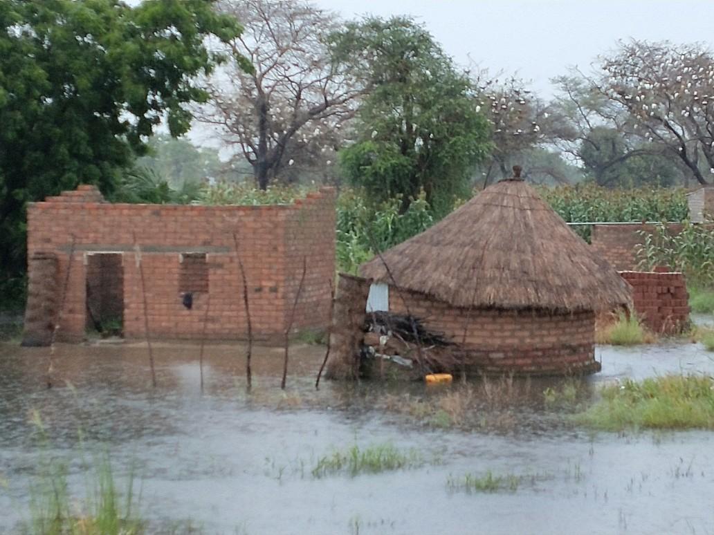Flooded huts near Bongor