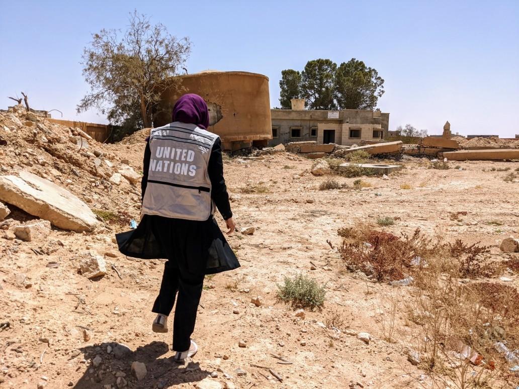 خزان مياه يوضح مدى الضرر الناجم عن صراع 2011 في تاورغاء (مكتب تنسيق الشؤون الإنسانية / جينيفر بوزا رتكا)