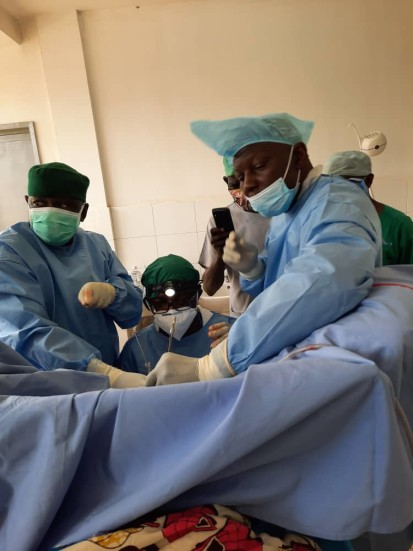 The mixed Congolese and Central African surgical team performing its first fistula surgery at the Hôpital de l'Amitié in Bangui. ©Mukwege Foundation, 2020.