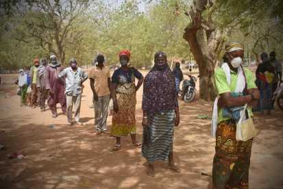 Food distribution in Kaya, Burkina Faso