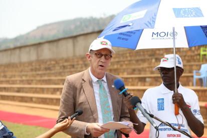 Monsieur Niels Scott,  Coordonnateur résident a.i du système des Nations Unies, lors de son allocution à la célébration de la Journée internationale pour la prévention des catastrophes naturelles à Mugina de la province Cibitoke 2020. © PNUD 2020/Landry Gakuba
