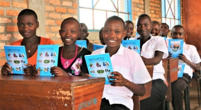 UNICEF and the World Bank join forces to provide school kits to more than one million students in 2019