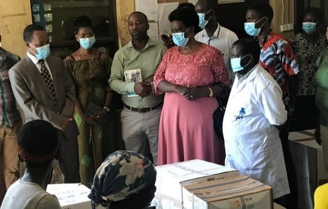 UNFPA donates Personal Protective Equipment and reproductive health kits to the Burundian Association of State Midwives (ABUSAFE).  © UNFPA Burundi/2020