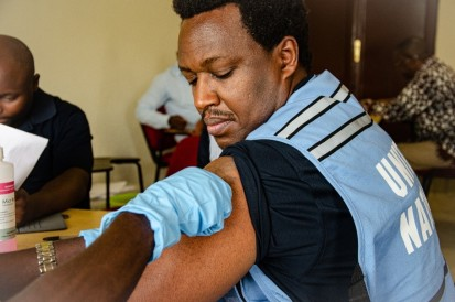 Aimé Saba, Ebola Coordination Specialist from WHO Burundi, gets vaccinated against Ebola. OCHA 2019 / Lauriane Wolfe