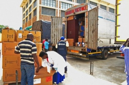 WHO transfers six tonnes of medical equipment to the Government of Burundi. WHO 2019