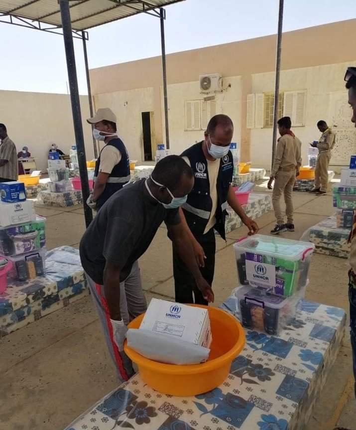 UNHCR with partner LibAID distributing NFIs for Murzuq IDPs in Taraghin Municipality (LibAID, 2020)