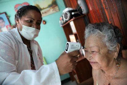 Mayo 2020. Médicos y enfermeras durante una campaña casa por casa de sensibilización sobre la COVID-19 en el barrio de Cuaricao, Caracas, Venezuela. Foto: OCHA/Gema Cortes