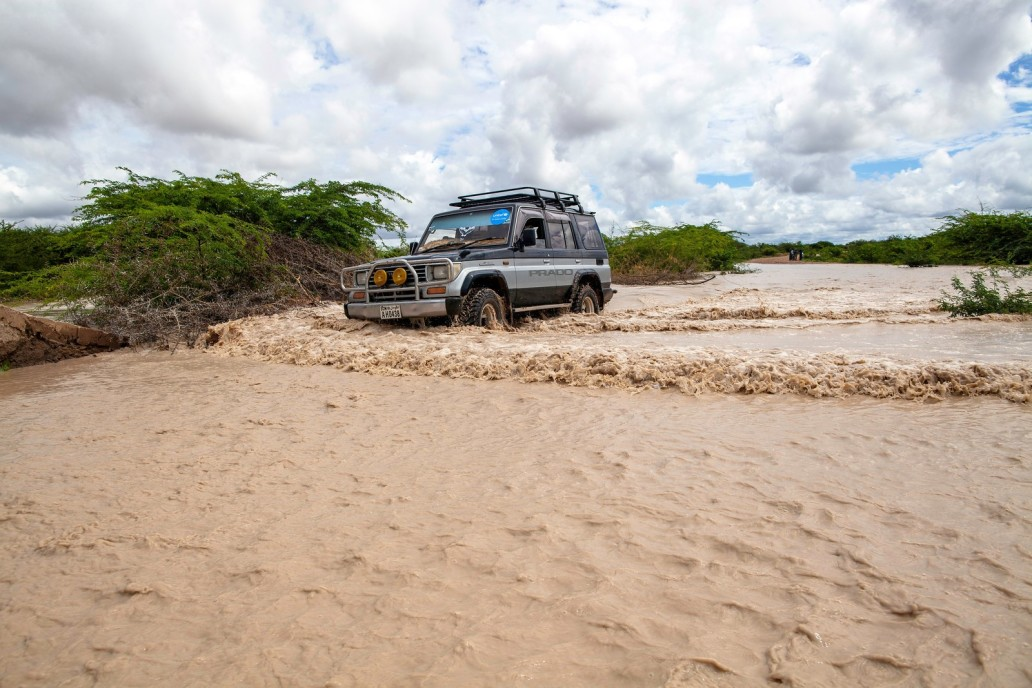 A vehicle crossing a flooded area in Bardheere in November 2019. Photo/ UNICEF