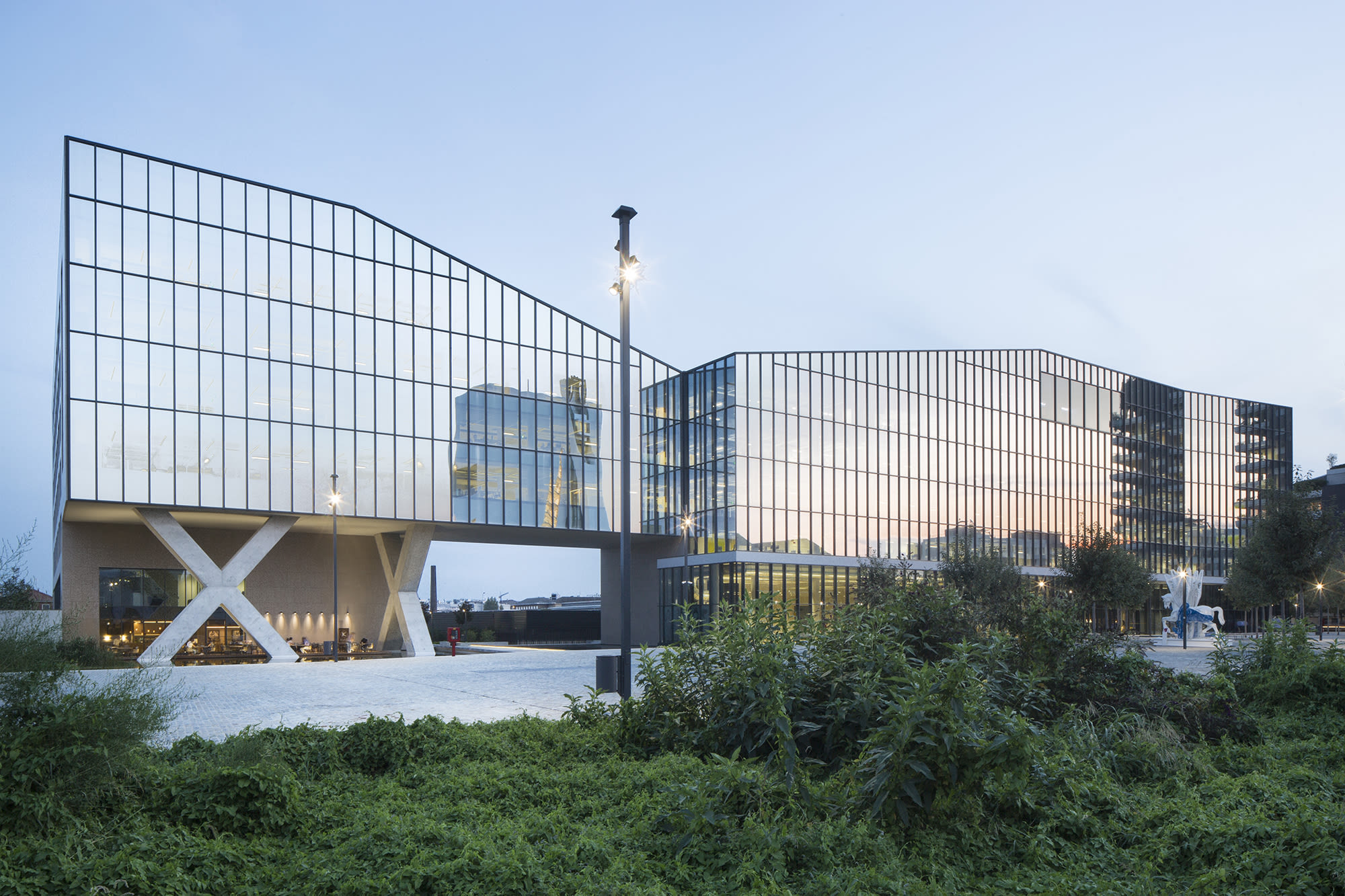 Fastweb Headquarters by Antonio Citterio Patricia Viel