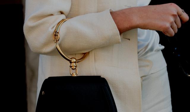 luxury-header-vis
