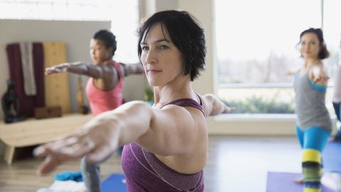 older woman doing yoga to avoid joint problems