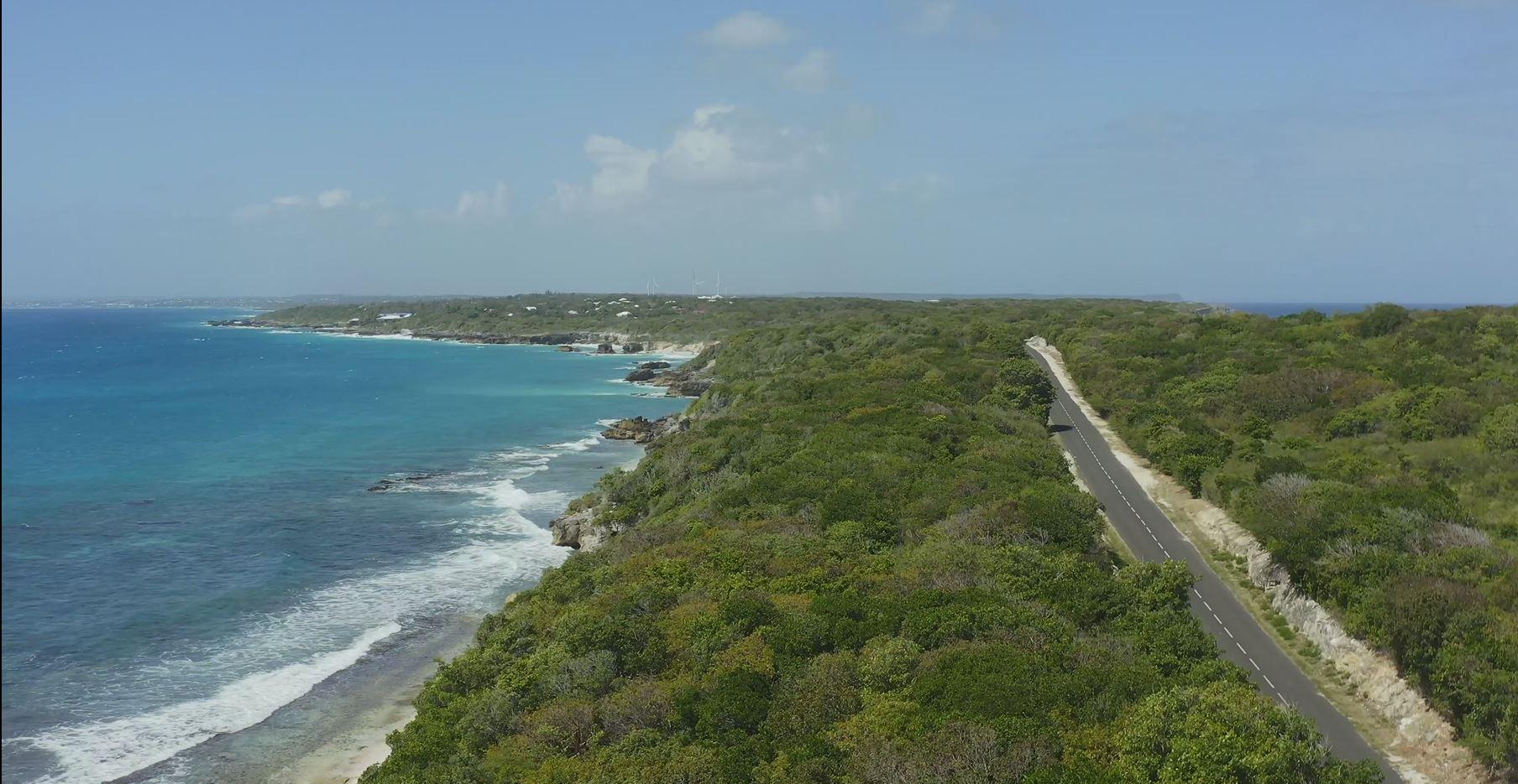 //images.ctfassets.net/etdek7frp0ue/5jmWXLMP6oO34WwG4Gwrn/2f2d6d926a72e5aae83ab0d8660c39cc/Jumbo_Car_Guadeloupe_location_voiture.JPG