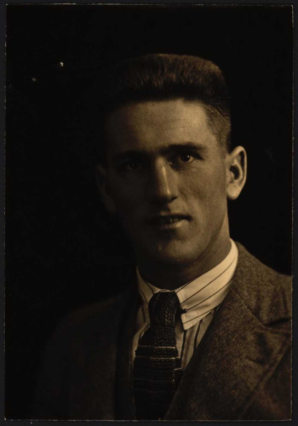 Ronald Terowie Stewart passport photo