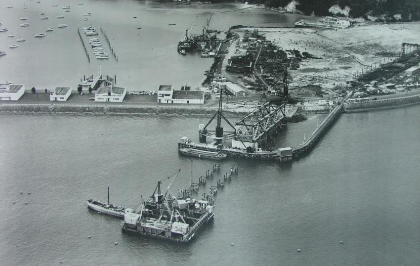 An aerial photo showing the construction of Auckland Harbour Bridge.