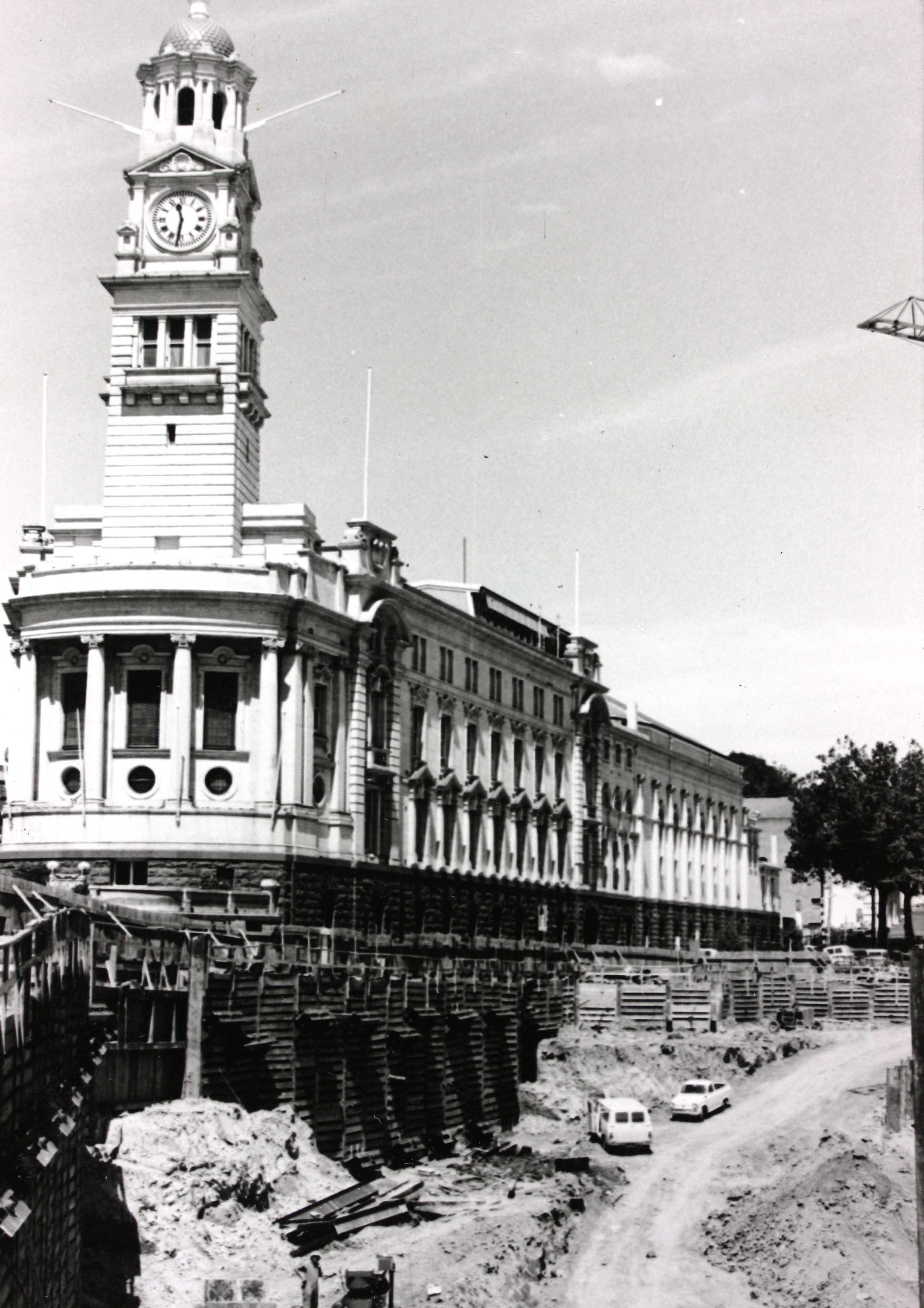 Black and white image of Auckland Town Hall from the street