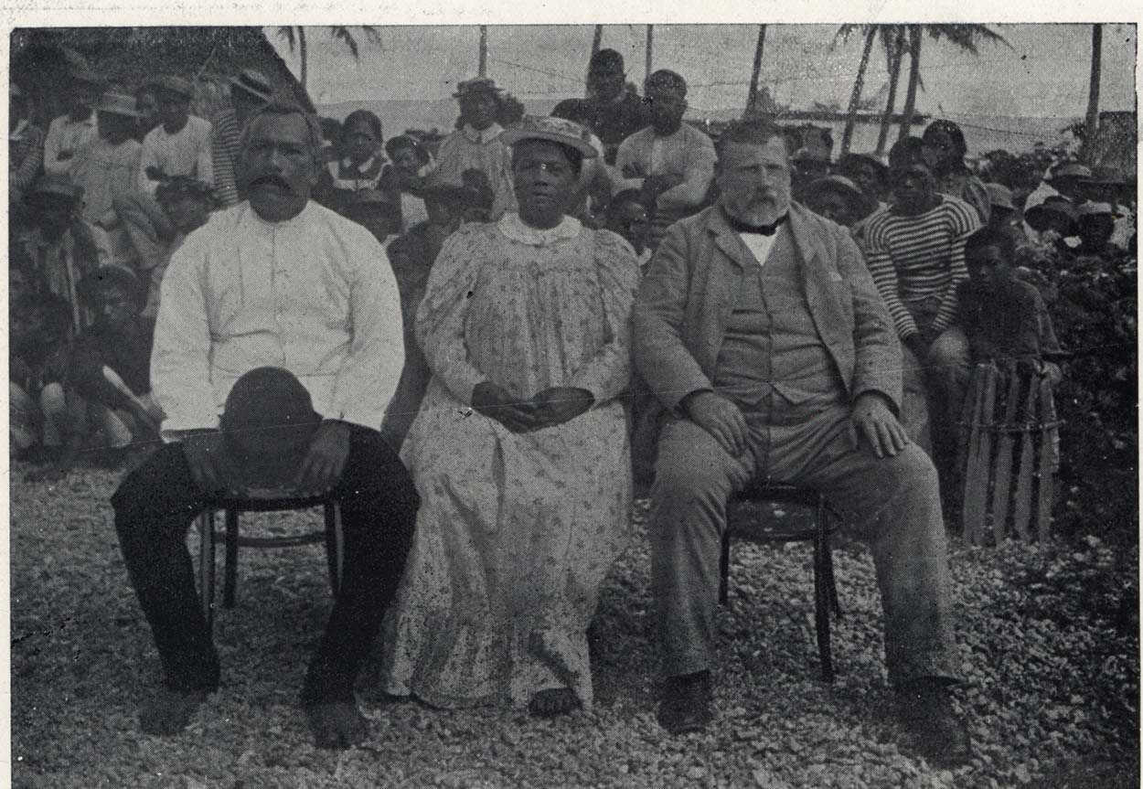 Black and white photo of King and Queen of Mangaia with Richard Seddon, seated