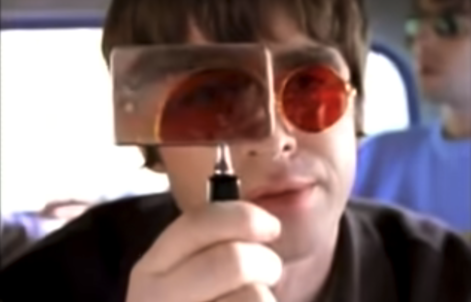Oasis music video: Don't look back in anger