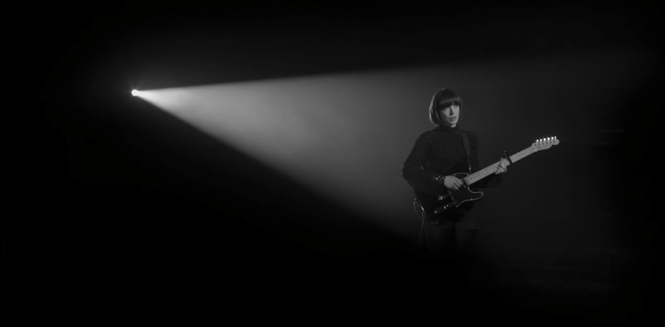 Music video screenshot: Daughter - Youth