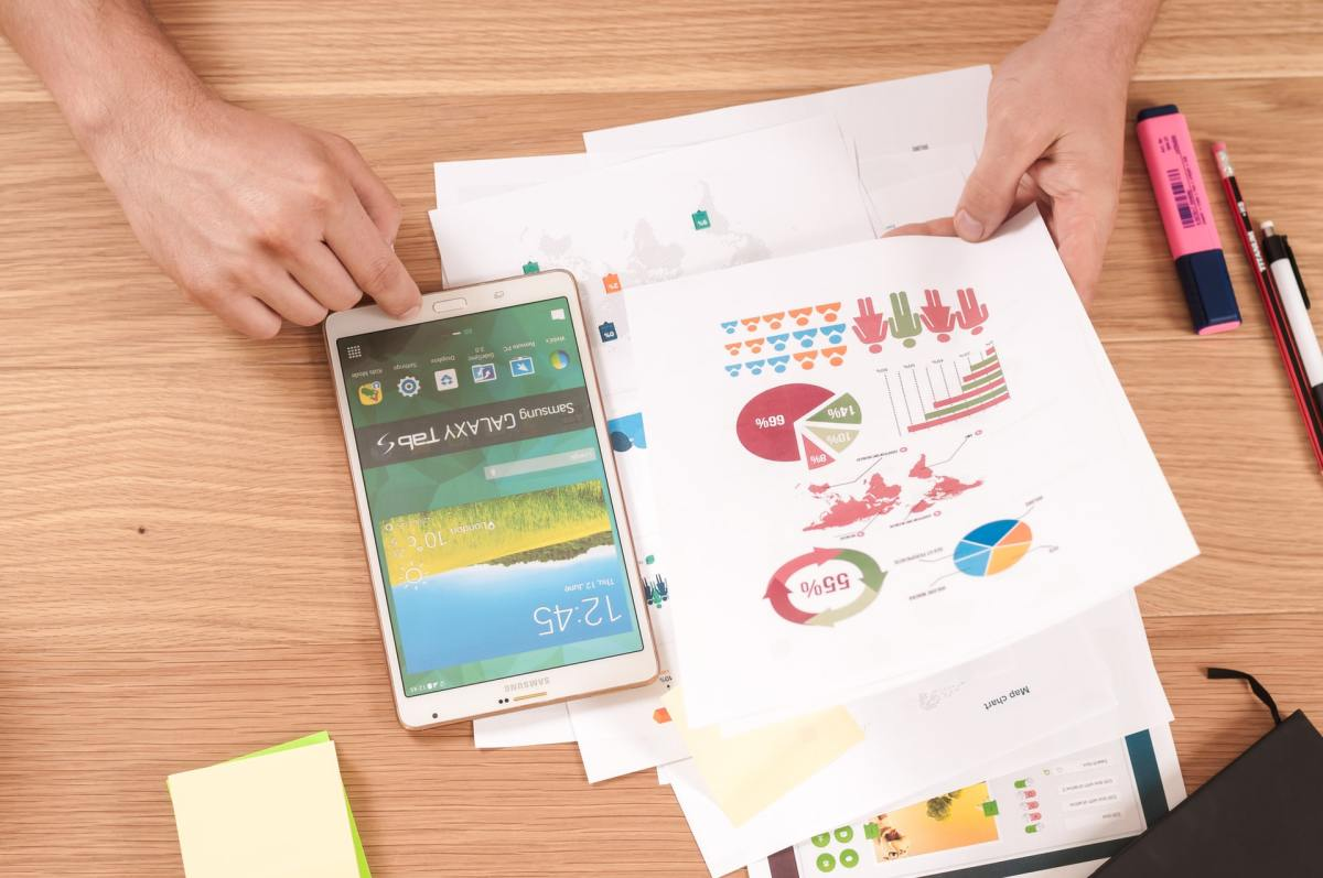 lead generation graphics and charts on paper