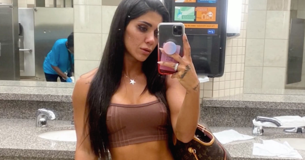 Fitness Model Got Banned From Flight Because Of Her Outfit: 'You're Naked'