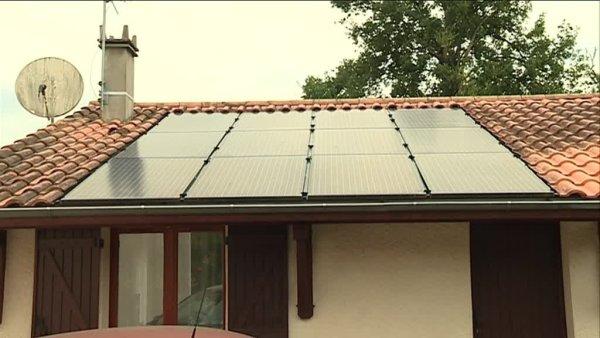 victimes d 39 une arnaque aux panneaux solaires des girondins portent plainte. Black Bedroom Furniture Sets. Home Design Ideas