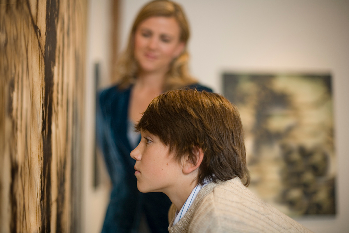 images of a kid looking at a painting in a museum