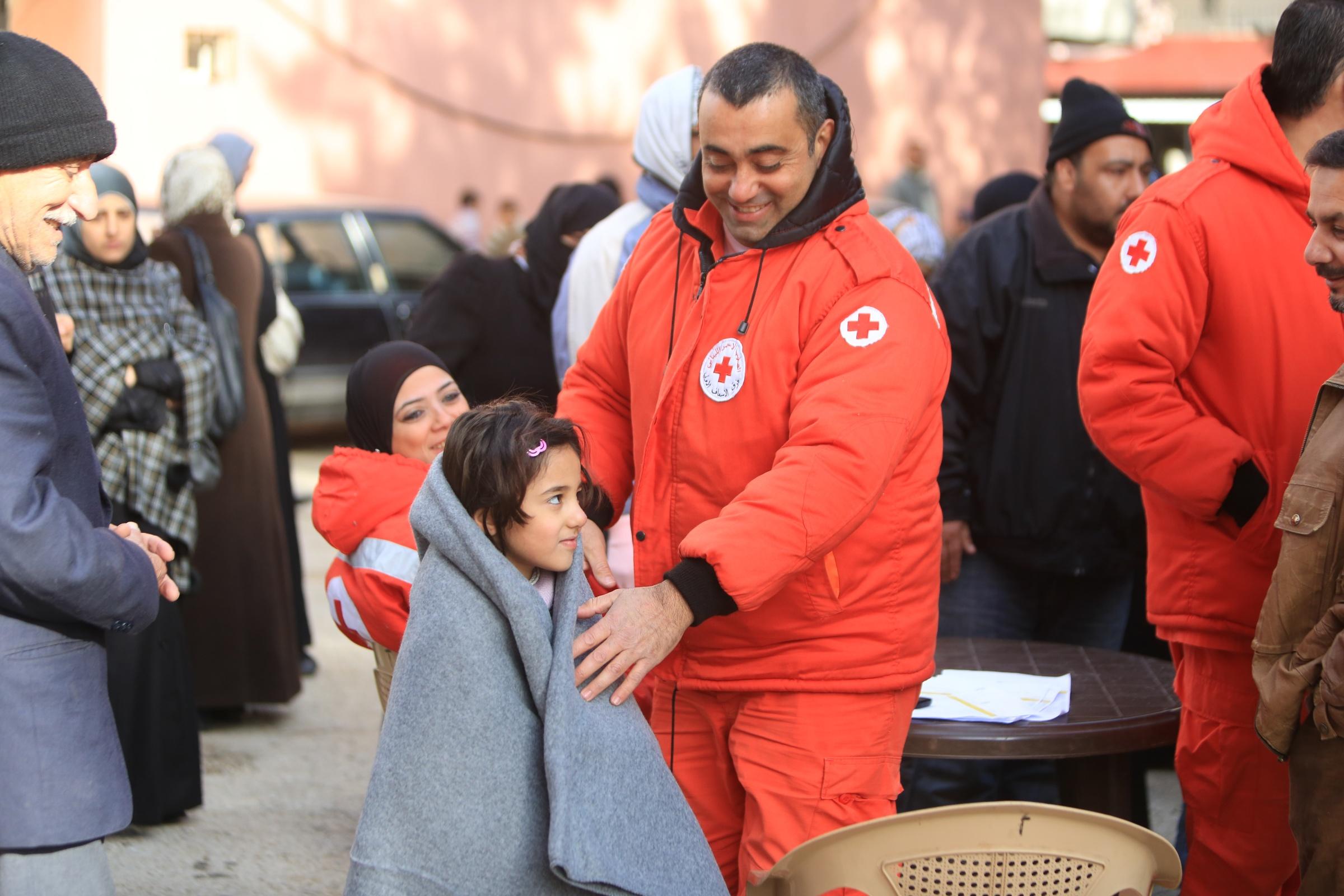 Szene aus der humanitären Hilfe mit Geflüchteten