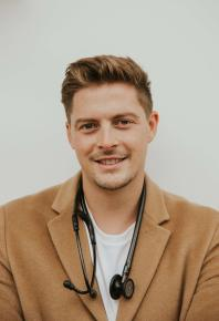 Since winning over the nation when he appeared on Love Island in 2018, Dr. Alex has gained over 1.3 million followers across social media and has continued to work on the frontline in A&E. Alex recently qualified as a Level 3 PT, to aid him in his goal to promote all aspects of health to his audience. Across all his platforms, Alex has become a leading voice in mental, physical and sexual wellbeing, and is on a mission to make health and medicine more accessible to millennials and beyond.