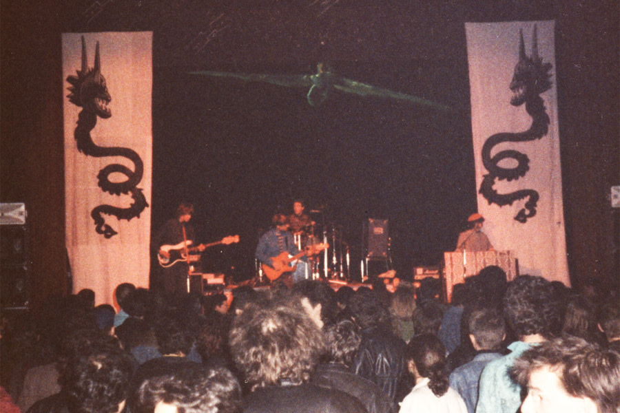 The Mod Fun performing in Bern, before the papier-mâché pterodactyl (seen overhead in the photo) fell on Miracle Workers' drummer Gene Trautmann.