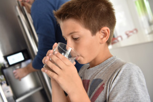 5 tips for removing a stuck refrigerator water filter.