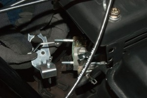 PHOTO: Reinstall the choke control plate.