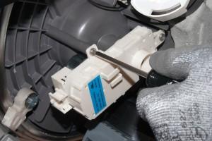 Install the new diverter motor.