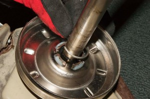 PHOTO: Remove the clutch retainer ring.