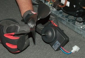 PHOTO: Install the fan blade.