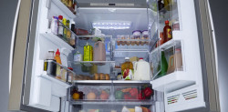 The right way to store food in a refrigerator.