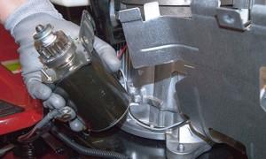 Remove the starter motor.