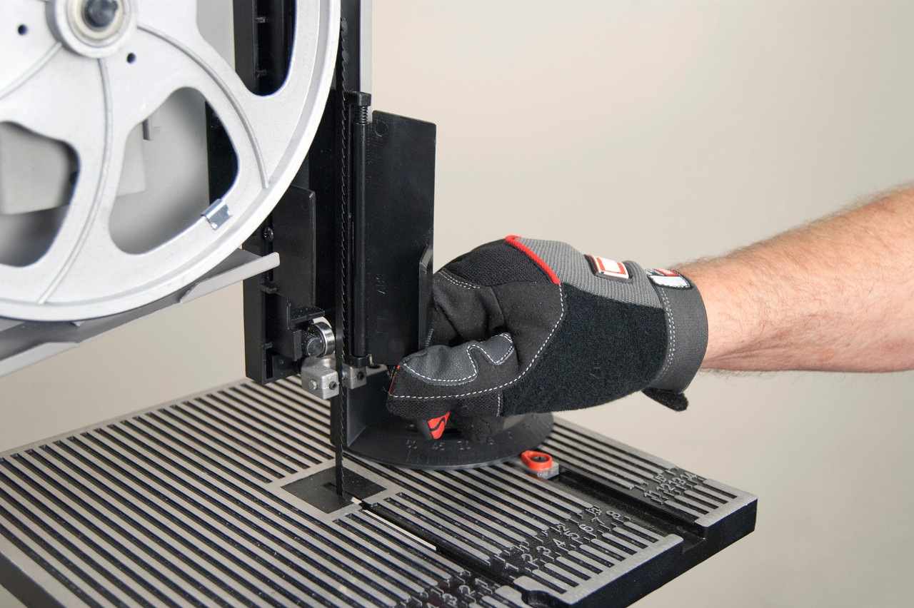 How to replace a band saw blade | Repair guide