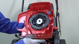 Lawn mower won't start troubleshooting video: can't pull recoil starter rope.