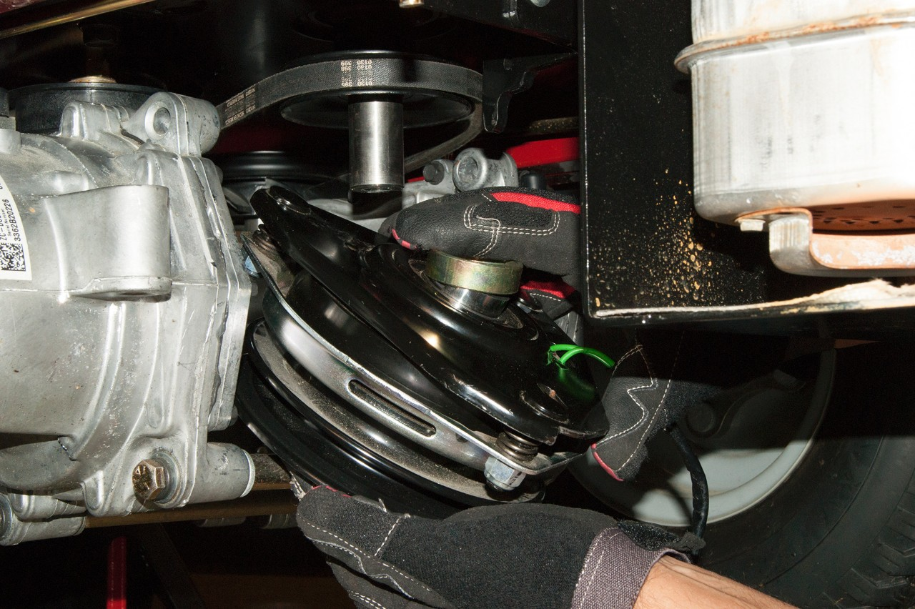 How To Replace The Electric Clutch On A Zero Turn Riding