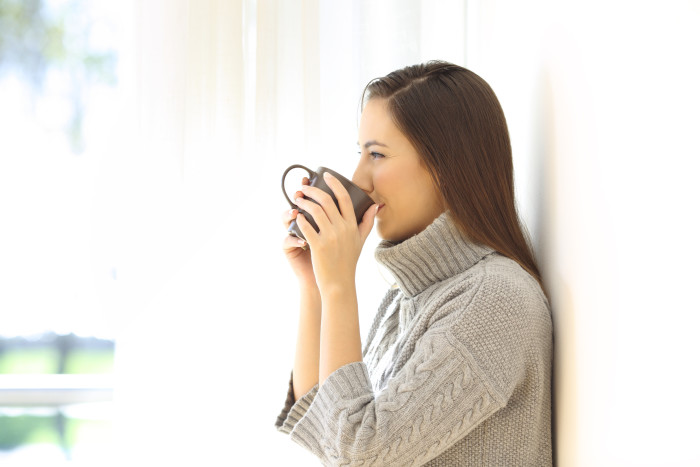 woman-drinking-ginger-tea-for-heartburn