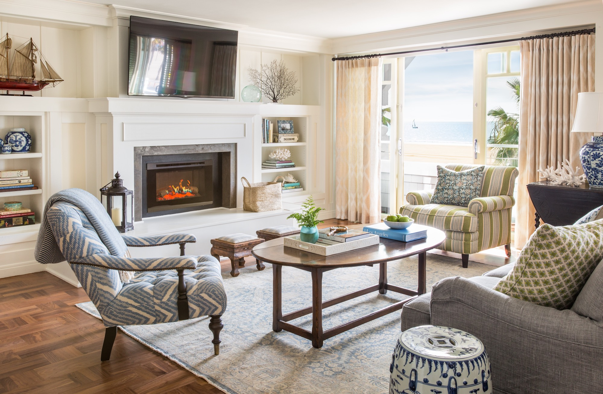 Living Room Luxury Hotel Lounge in Santa Monica Shutters on the
