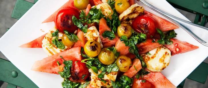 Vegetariskt recept med halloumi, melon och basilika