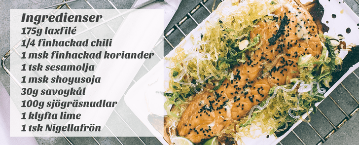 Recept på asiatisk sallad med lax och nudlar – på under 400 kalorier