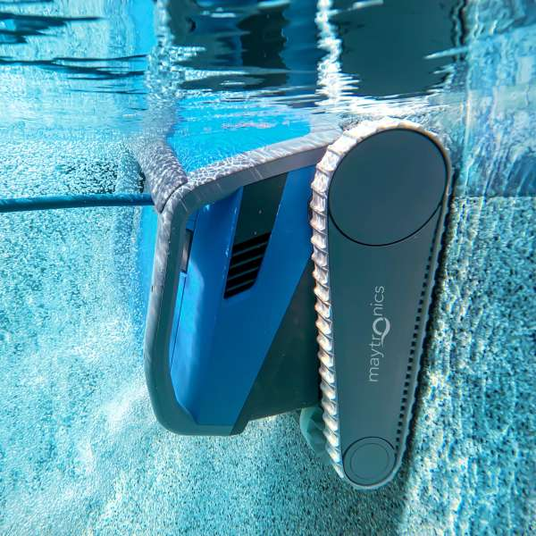 The Dolphin M600 climbing and scrubbing a pools pebble wall