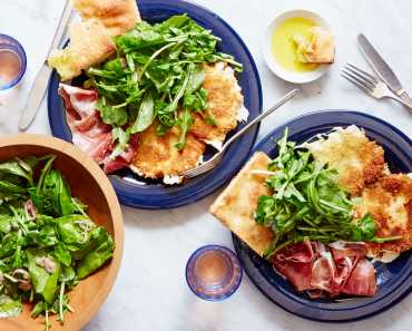 fried mozzarella salad with arugula & prosciutto