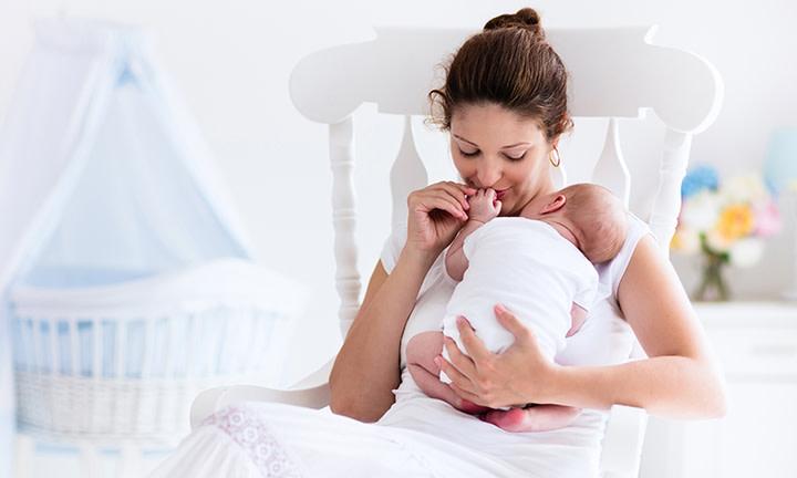 Une mère et son nouveau-né
