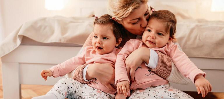 Une mère et ses vrais jumeaux