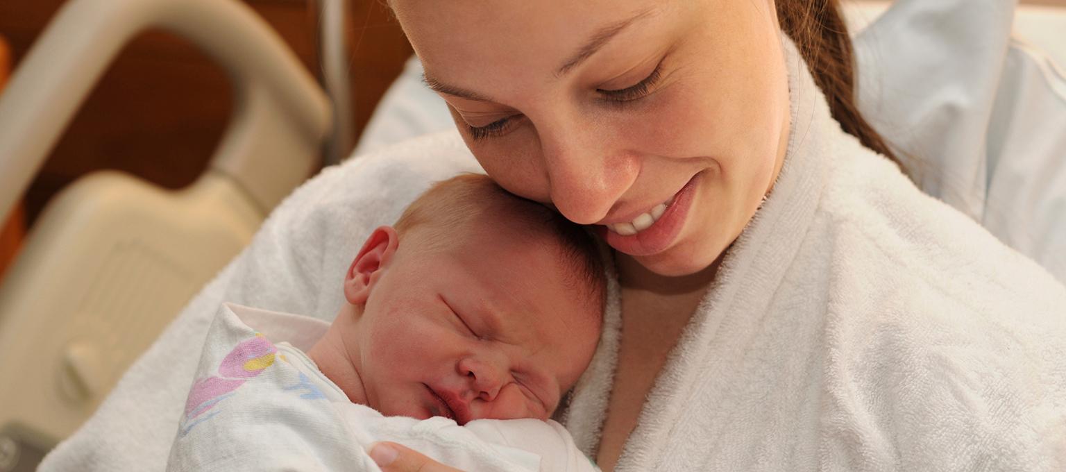 Contact peau à peau de la mère avec son nouveau-né